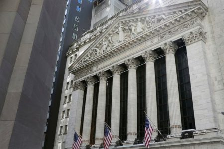 US stocks slide in morning trade amid US-China trade worries