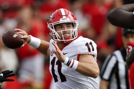Georgia quarterback Jake Fromm breaks non-throwing hand in boating accident