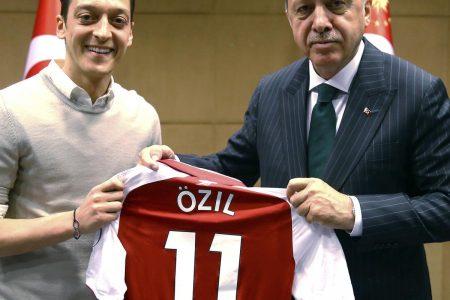 Mesut Ozil Addresses Fan Criticism for Meeting with Turkey President Erdogan