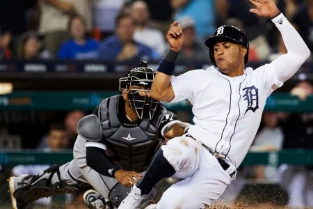 Tigers send Leonys Martin to Cleveland for infield prospect Willi Castro