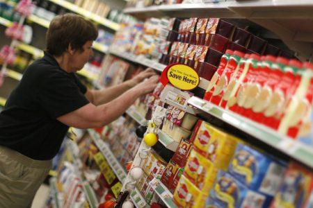 Dollar General sticks to spending plan, keeps profit forecast unchanged