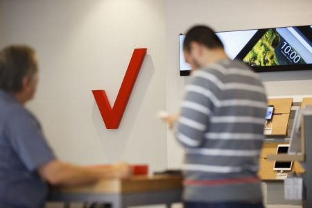 Verizon Is Close to Apple, Google Deals for 5G TV