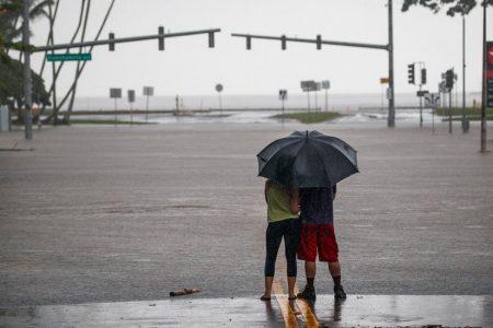 Hurricane Lane, Now a Tropical Storm, Batters Hawaii With Heavy Rain