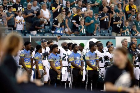 As preseason slate opens with some protests, NFL reiterates it wants players to stand during anthem