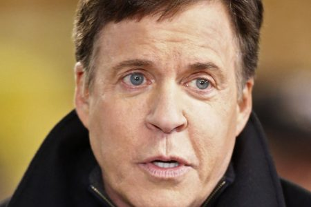Longtime broadcaster Bob Costas is in talks to leave NBC