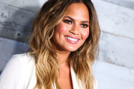 Chrissy Teigen live tweets the earthquake from her vacation in Bali
