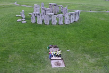 People buried at Stonehenge 5000 years ago came from far away, study finds