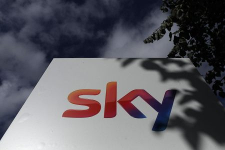 Sky to accept Comcast offer 'immediately'