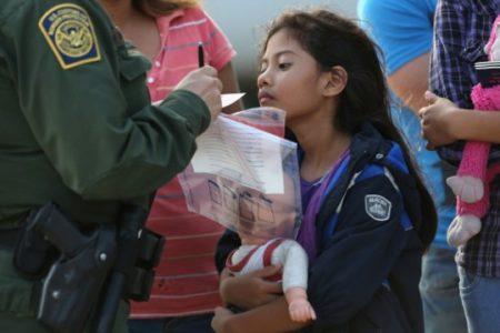 Trump admin seeks to keep undocumented immigrant families in detention for far longer