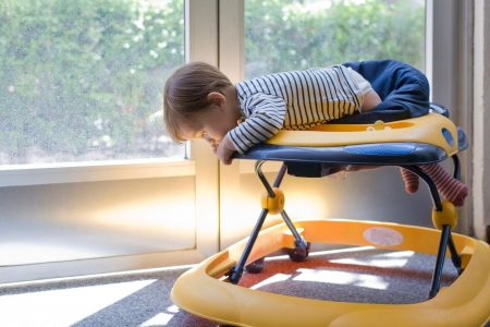 Doctors push ban on baby walkers