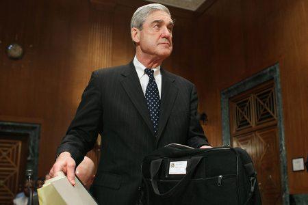 Manafort's surrender shows Mueller probe's overwhelming force