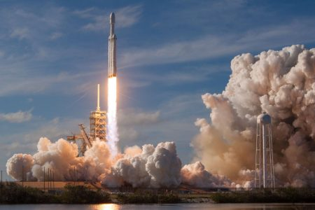 SpaceX to Announce First Customer for Trip Around the Moon