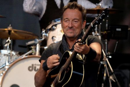 Fake Bruce Springsteen, claiming troubles with 'gold stash,' reportedly scams woman out of more than $10G