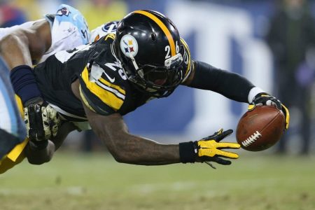 Le'Veon Bell's teammates don't hold back frustration over a holdout his agent hints may not end soon