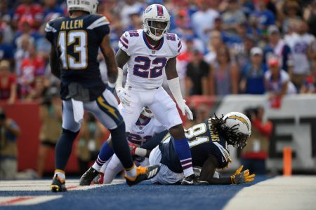 Bills' Vontae Davis retires at halftime of Sunday's loss to the Chargers