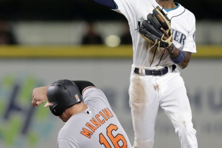 Mariners get into clubhouse brawl, then lose to Orioles 5-3