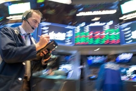 Dow futures point to more than 100-point rebound Thursday after plunging 600 points