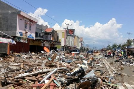 Indonesia earthquake, tsunami death toll surges amid prison breaks and mass burials