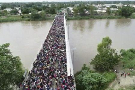 Hundreds of migrants in US-bound caravan cross Mexico-Guatemala border