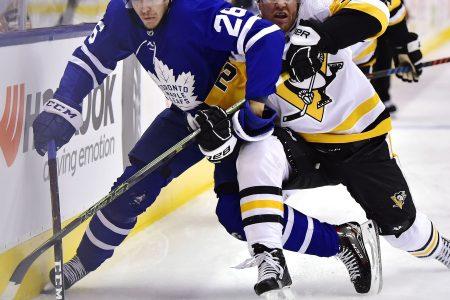 Malkin scores twice, Penguins beat Maple Leafs 3-0