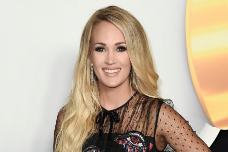 Carrie Underwood shares close-up of face scar from her accident last year