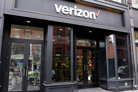Why Verizon's Stock Price Jumped When Most of the Market Slumped