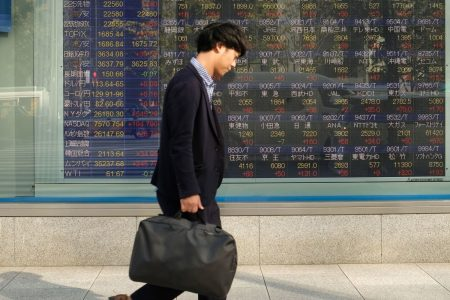 Asia trades mixed; pound struggles following fresh Brexit uncertainties