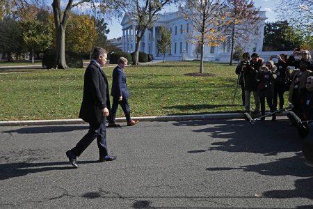 White House backs off battle with CNN's Acosta
