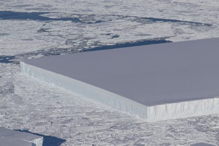 Here's how perfectly rectangular icebergs are formed