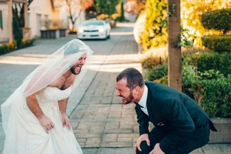 Best man surprises groom with 'first look' prank