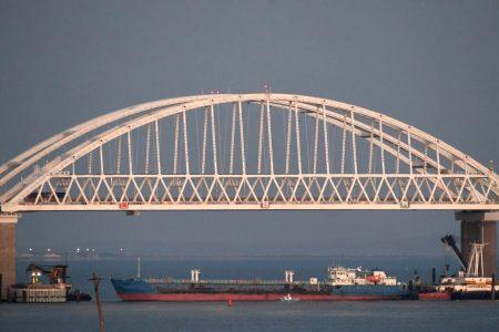 Russia closes water route in fresh confrontation with Ukraine
