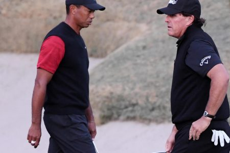 Refunds to be offered to those who paid for Woods-Mickelson matchup