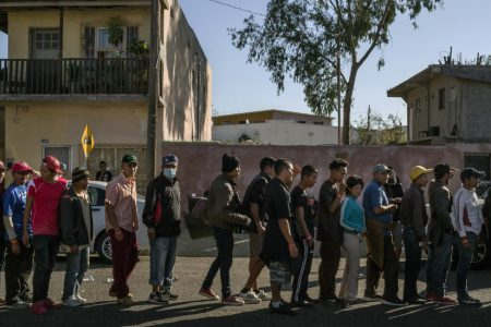 Mexico Mulls Allowing Migrants to Stay There Pending US Asylum Bids