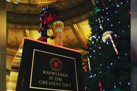 The Illinois Capitol is ringing in the holidays with a Satanic statue – CNN