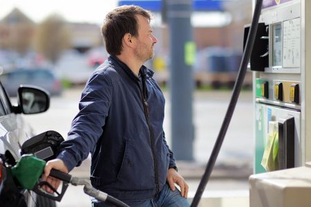 'Dramatic drops' in gas prices: Less-than-$2 gas is here for many American motorists – USA TODAY