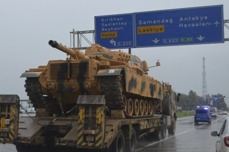 Turkey sends reinforcements to Syrian border – Aljazeera.com