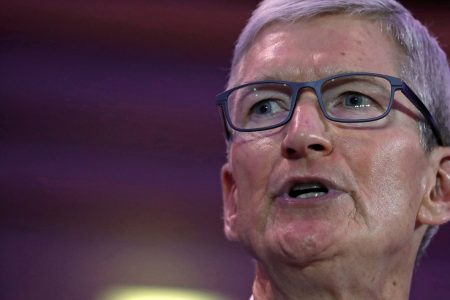 Macquarie's Schachter sees a slowdown in Apple's services business – Business Insider