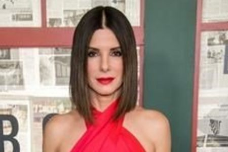 Sandra Bullock Explains Why Her Kids Are Getting '3 Small Gifts' This Christmas – HuffPost