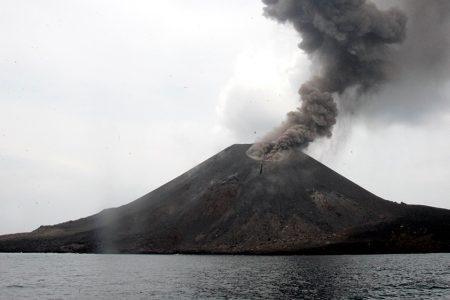 As Indonesia volcano rumbles, survivors fear more ruinous waves – Aljazeera.com