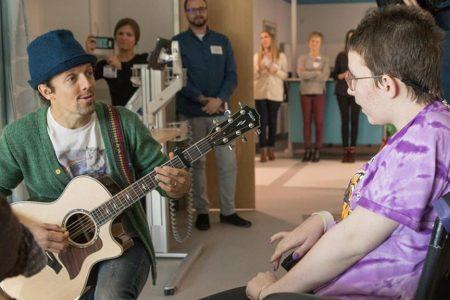 Jason Mraz sings to patients at St. Louis Children's Hospital – Fox News