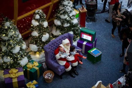 Should crying children sit on Santa's lap for photos? Here's why some parents are saying no. – Washington Post