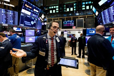 Dow shoots higher in early New Year's Eve trading, looks to end down year on up note – USA TODAY