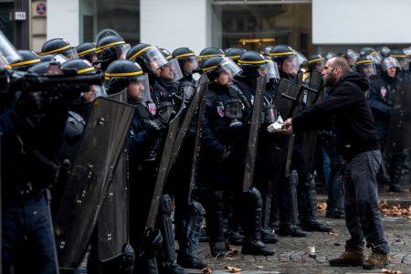 Paris riots: Yellow vests 'infiltrated by violent elements' – Aljazeera.com
