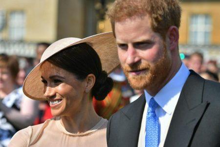 British royal family reveals Christmas card photos – CBS News
