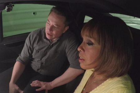 Elon Musk and Gayle King test drive the tunnel he hopes will solve L.A. traffic – CBS News