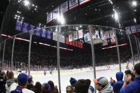 Islanders Return to Nassau Coliseum, Thrilling Fans and Players Alike – The New York Times