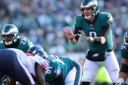 Nick Foles Keeps the Eagles' Playoff Hopes Alive – The New York Times