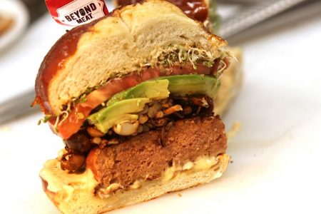 How Beyond Meat became a $550 million brand, winning over meat-eaters with a vegan burger that 'bleeds' – CNBC