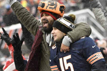 Fans are using Venmo to tip celebrities like Bears QB Mitchell Trubisky and SNL's Michael Che – CNBC