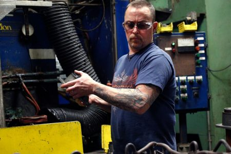 Key reading of the manufacturing sector falls to lowest level in more than 2 years – CNBC